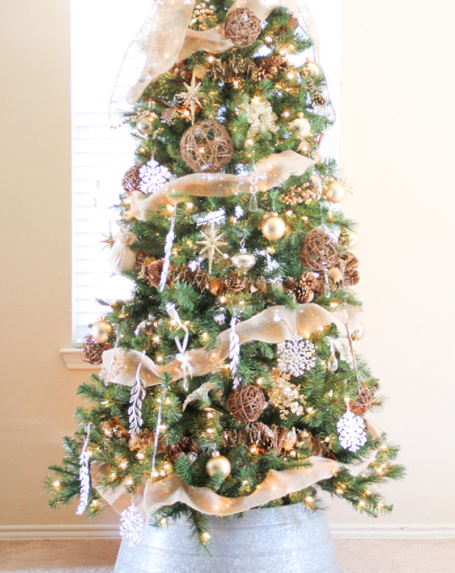 Christmas Tree Decorating Ideas rustic burlap tree